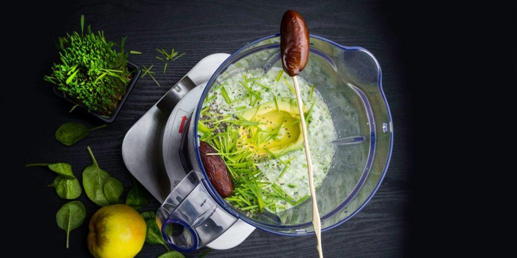 Сиртфуд диета. Блюдо с финиками и зеленью