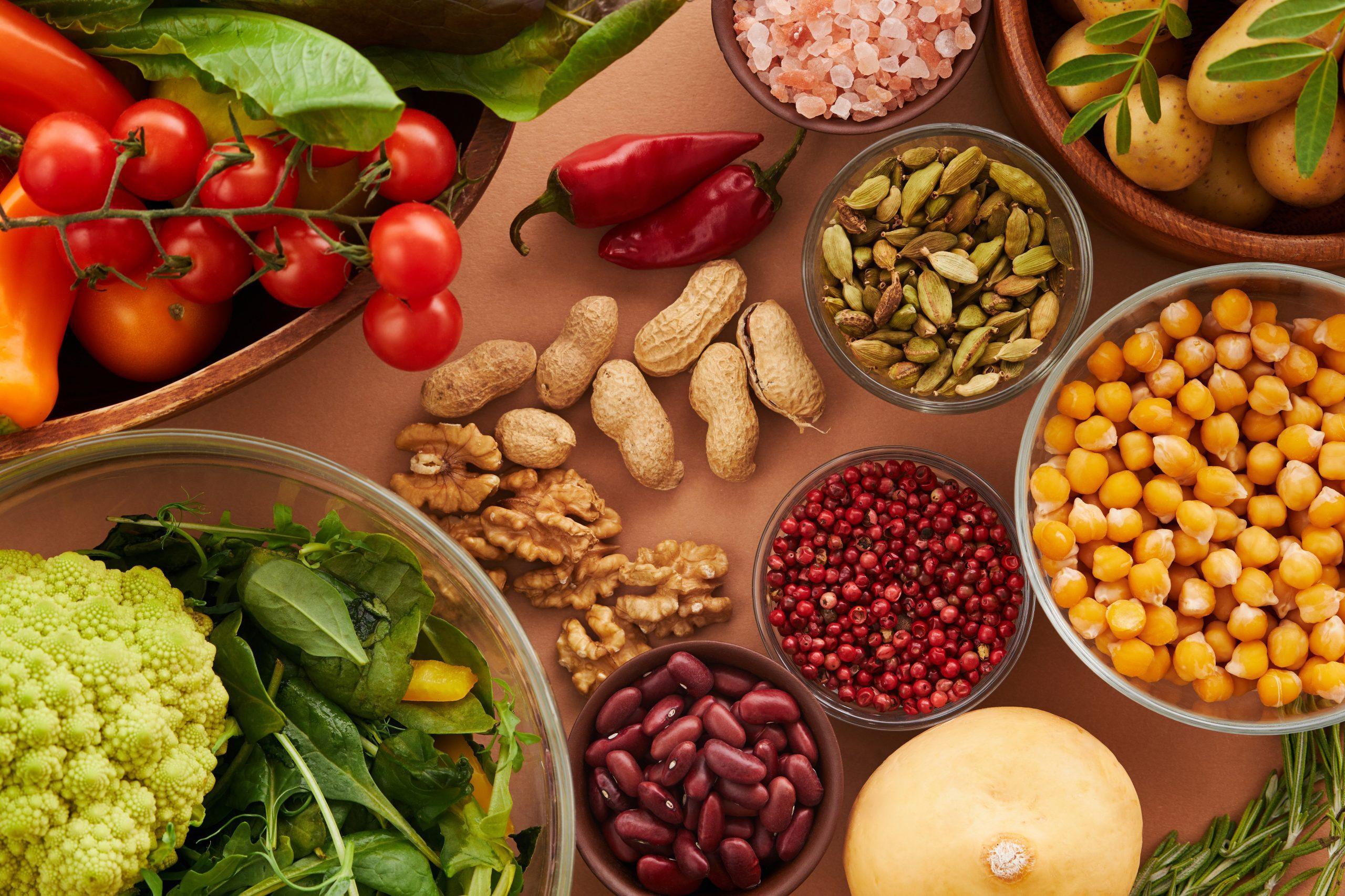 Фасоль, арахис, перец, нут, овощи, зелень, брусника, розовая соль